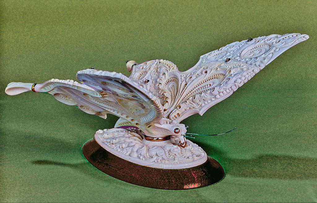 Бабочка из бивня мамонта