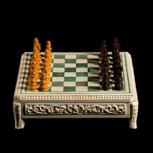 Шахматы из кости и бивня мамонта