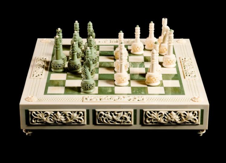 Шахматы классические средние из бивня мамонта