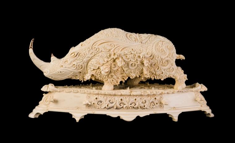 Носорог из бивня мамонта