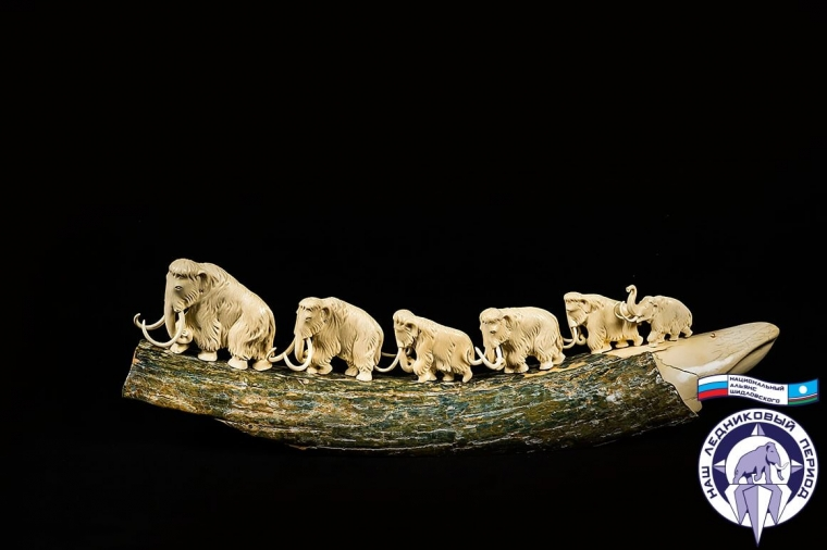 Дуга с 7 мамонтами из бивня мамонта