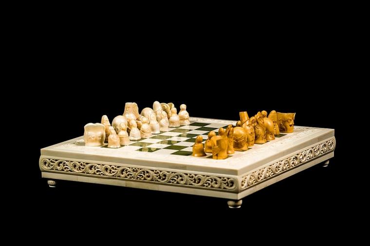 Шахматы Кризис из клыка моржа