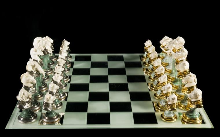 Шахматы Животные арктической саванны против африканской из бивня мамонта