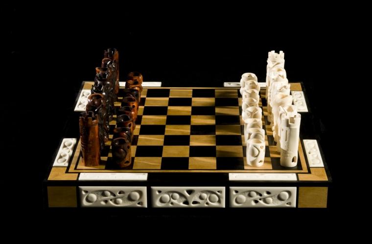 Шахматы Хайтек из кости мамонта
