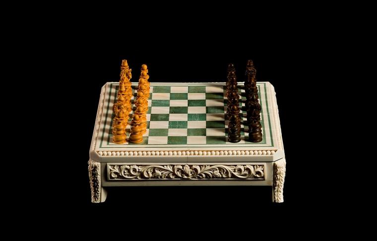 Шахматы классические маленькие из кости мамонта